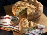 Зелник - печиво с мая и плънка от спанак, коприва, лапад, сирене, яйца и кисело мляко